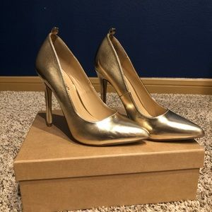 Gold/champagne pump